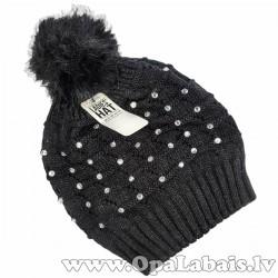 Cepure ar bumbuli un dimantiņu rotājumu