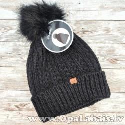 Adīta ziemas cepure ar bumbuli